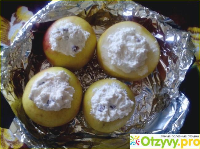 Запеченные яблоки в духовке с начинкой из творога, изюма и банана фото3