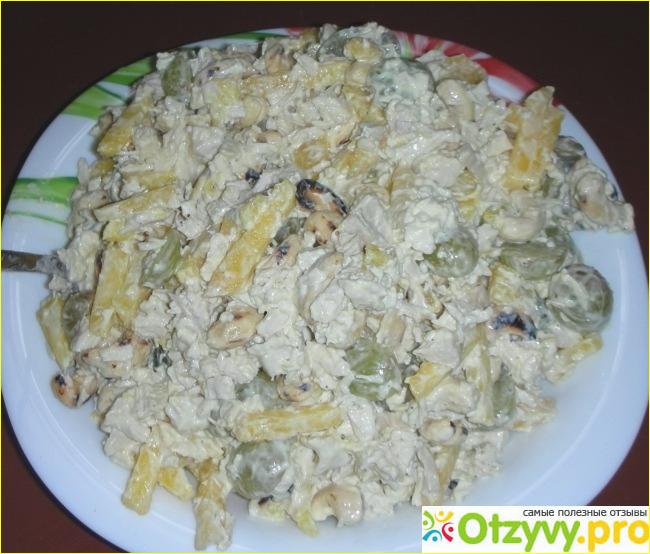 Салат с королевскими креветками и масляной заправкой и фото