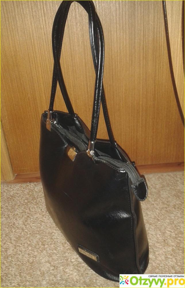 Задняя часть у сумки стандартная с кармашком на молнии. Там у меня обычно  лежат вещи 7e66f5084a477